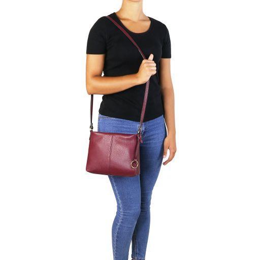 TL Bag Bolso con badolera en piel suave Bordeaux TL141720